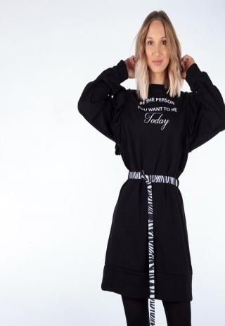 Nasza modelka zakochała się w tej sukience. W połączeniu z rajstopami i ciężkimi botkami wygląda genialnie😍 Wejdźcie na stronę naszego sklepu i przekonajcie się same😘
