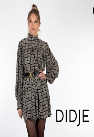 Piękna włoska sukienka w cenie 169 zł, pasek w zestawie😍 Ostatnie 2 sztuki w magazynie 🙆🏼♀️W Didje.pl paczki wysyłamy ekspresowo⚡️ pakujemy i wysyłamy również w soboty i niedziele!#zakupyonline #poland #moda2020 #kreacja #święta #santa #koszula #fashion #fashionweek #likesforlike #instagood #instaphoto #instamood #instalove #instadaily